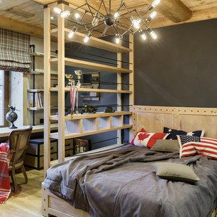 Ejemplo de dormitorio infantil industrial con paredes grises, suelo de madera clara y suelo beige