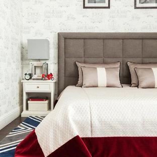 Ejemplo de dormitorio infantil tradicional renovado con paredes blancas, moqueta y suelo multicolor