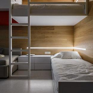 Ispirazione per una cameretta neutra industriale con pavimento bianco