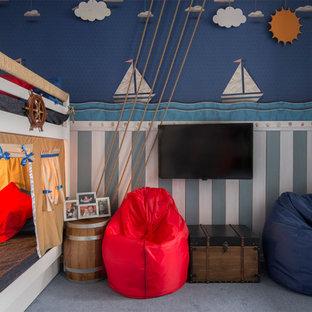 Modelo de dormitorio infantil de 1 a 3 años, costero, pequeño, con paredes multicolor y moqueta