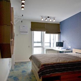 Idee per una cameretta per bambini design di medie dimensioni con pareti blu, pavimento in sughero e pavimento blu