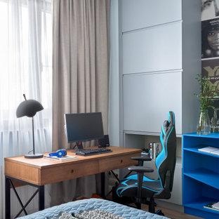На фото: детская среднего размера в современном стиле с спальным местом, синими стенами и коричневым полом для подростка, мальчика