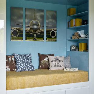 На фото: детская в современном стиле с спальным местом, синими стенами, светлым паркетным полом и бежевым полом для мальчика с