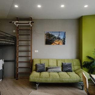 Idee per una cameretta per bambini eclettica di medie dimensioni con pareti grigie, pavimento in laminato e pavimento beige