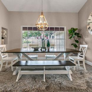 Ispirazione per una sala da pranzo aperta verso la cucina country di medie dimensioni con pareti beige, pavimento in laminato e pavimento beige