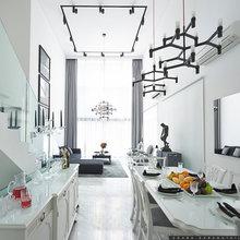 Houzz Tour: Monochromatic Luxury in a Split-Level Apartment