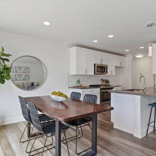 Foto de comedor de estilo americano, pequeño, con paredes blancas, suelo laminado y suelo gris