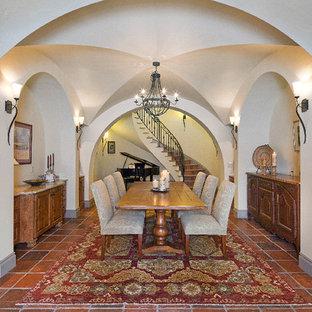 Aménagement d'une salle à manger méditerranéenne.