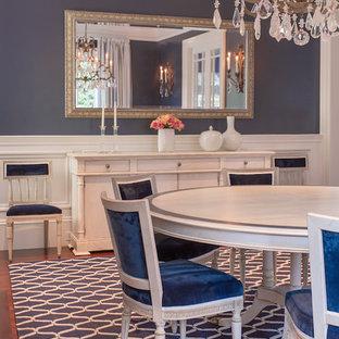 Стильный дизайн: большая отдельная столовая в стиле современная классика с синими стенами, ковровым покрытием и фасадом камина из дерева - последний тренд