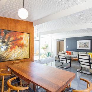 Inspiration pour une salle à manger vintage avec un sol en vinyl, un mur gris et aucune cheminée.