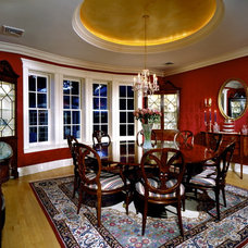 Traditional Dining Room by Lendry Homes