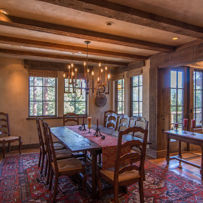Dining room - mid-sized rustic medium tone wood floor dining room idea in Sacramento with no fireplace
