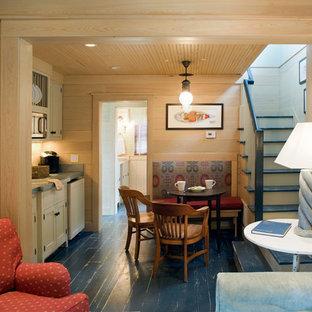Imagen de comedor de estilo de casa de campo, abierto, con suelo de madera pintada y suelo azul