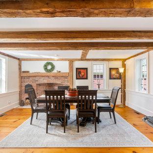 ボストンのカントリー風おしゃれな独立型ダイニング (白い壁、無垢フローリング、茶色い床、表し梁、羽目板の壁) の写真