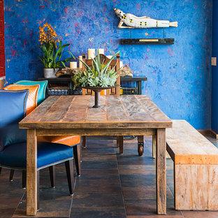 Foto de comedor bohemio, sin chimenea, con paredes azules