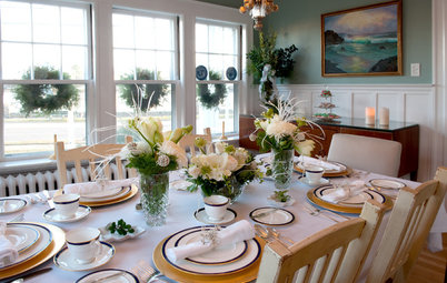 7 Salem Homes Say 'Happy Holidays' With Floral Splendor