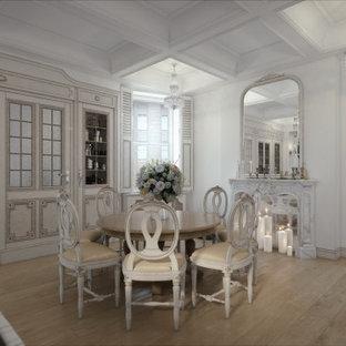 Idée de décoration pour une très grand salle à manger victorienne.