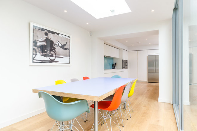 Modern Dining Room by Moon Architect and Builder