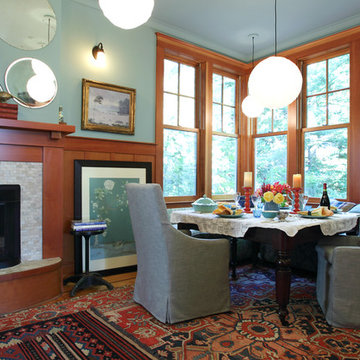 A Multifunctional Dining Room Transformation