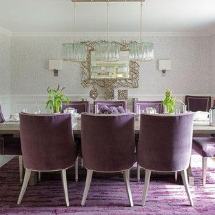 Foto di una sala da pranzo classica chiusa e di medie dimensioni con pareti grigie, pavimento in legno massello medio, nessun camino e pavimento viola