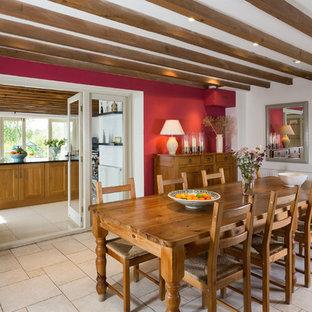 Idee per una grande sala da pranzo aperta verso la cucina country con pareti rosse e nessun camino