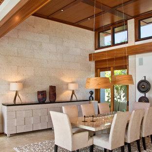 Ispirazione per una sala da pranzo contemporanea chiusa e di medie dimensioni con pareti bianche, pavimento in travertino e pavimento beige