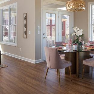 Exemple d'une grande salle à manger ouverte sur la cuisine craftsman avec un mur beige, un sol en vinyl, une cheminée standard, un manteau de cheminée en pierre et un sol marron.