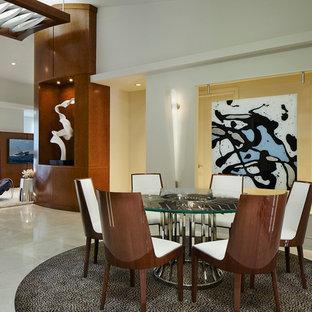 Foto de comedor contemporáneo, abierto, con paredes blancas y suelo de mármol