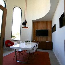 Modern Dining Room by advantage team