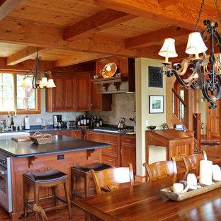 Sala da pranzo in montagna con camino classico - Foto, Idee, Arredamento
