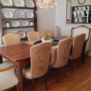 Idées déco pour une grand salle à manger romantique fermée avec un mur beige, un sol en bois brun et aucune cheminée.