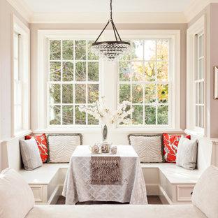 Exemple d'une salle à manger chic avec une banquette d'angle, un mur gris, un sol en bois foncé et un sol marron.