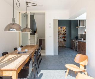 ' ' from the web at 'https://st.hzcdn.com/fimgs/0d81b3b009678b51_4758-w320-h265-b0-p0--contemporary-dining-room.jpg'