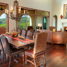 Traditional Dining Room by Vanguard Studio Inc.