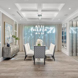 Свежая идея для дизайна: отдельная столовая в современном стиле с белыми стенами, паркетным полом среднего тона, коричневым полом и кессонным потолком - отличное фото интерьера