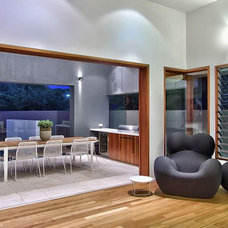 Modern Dining Room by Allkind Joinery & Glass Pty Ltd