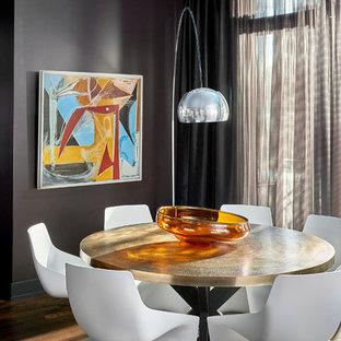 Esempio di una sala da pranzo aperta verso il soggiorno design di medie dimensioni con parquet scuro, nessun camino e pareti nere