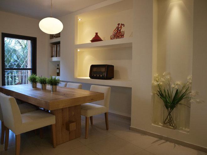 Modern Dining Room by Pratim Studio