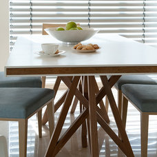 Contemporary Dining Room by Dana Gordon + Roy Gordon: Architecture Studio