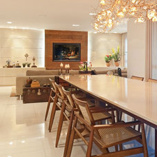 Contemporary Dining Room by Eduarda Correa Arquitetura & Interiores