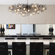 Contemporary Dining Room by Eduardo Raimondi . Fotografia de Arquitetura