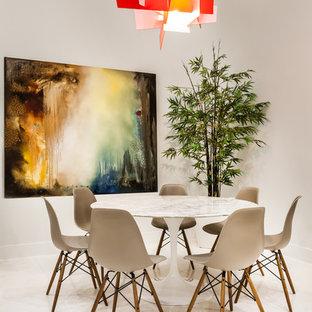 Foto de comedor contemporáneo con paredes blancas