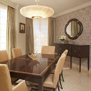 Пример оригинального дизайна: столовая в викторианском стиле с бежевыми стенами и мраморным полом