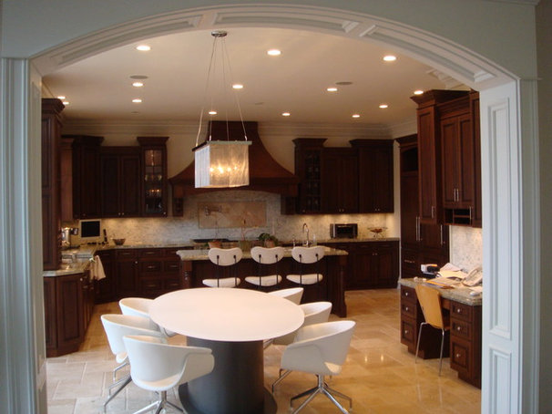 Traditional Dining Room by Instyle Construction Inc.