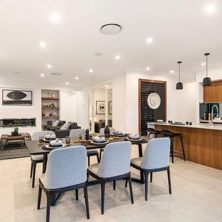 キャンベラの中くらいのコンテンポラリースタイルのおしゃれなLDK (白い壁、セラミックタイルの床、横長型暖炉、金属の暖炉まわり、ベージュの床) の写真