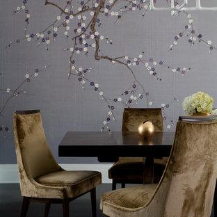 Inspiration pour une grand salle à manger design fermée avec un mur violet, un sol en bois foncé et aucune cheminée.