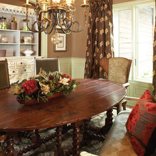 Traditional Dining Room by Insidesign