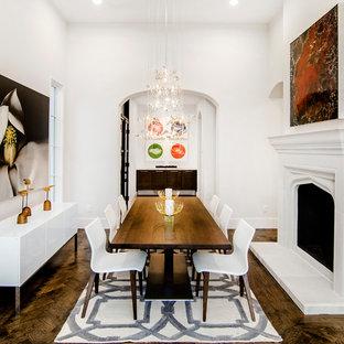 Idee per una sala da pranzo mediterranea con pareti bianche, camino classico, cornice del camino in intonaco e parquet scuro