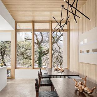 Idée de décoration pour une salle à manger ouverte sur le salon vintage en bois de taille moyenne avec un mur multicolore, béton au sol, un sol gris et un plafond en bois.