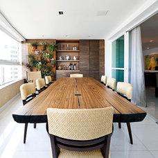 Contemporary Dining Room by Eduarda Correa Arquitetura & Interiores